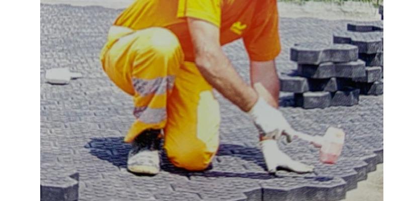 Marco Arezio - Consulente materie plastiche - Posa del massello in PVC riciclato