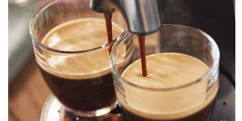 Marco Arezio - Consulente materie plastiche - Macchina caffè con plastica riciclata doppia tazza
