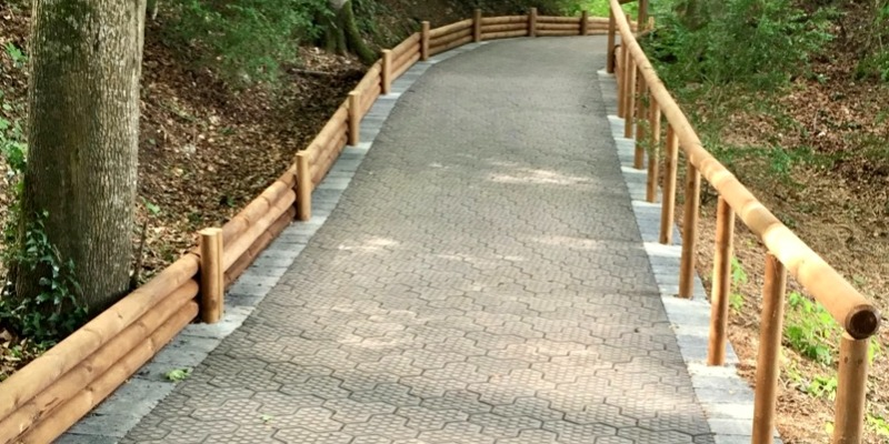Marco Arezio - Consulente materie plastiche - Utilizzo del massello in PVC riciclato per camminamenti e piste ciclabili
